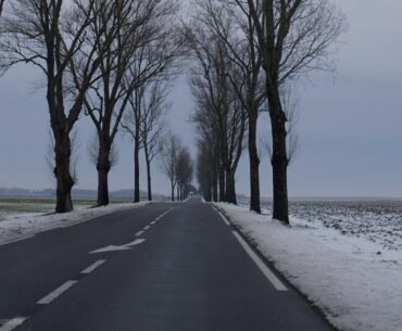 Route while driving across france in the winter