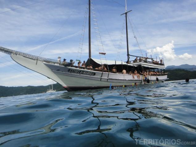 Schooner between the islands