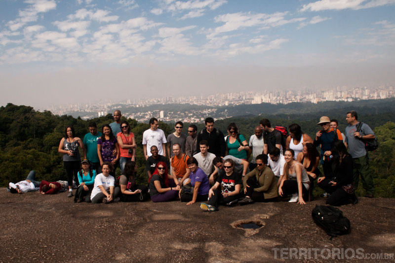The group in Pedra Grande with the view to São Paulo – Cantareira Park