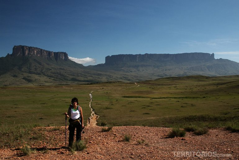 Roberta Martins in front of Mount Roraima
